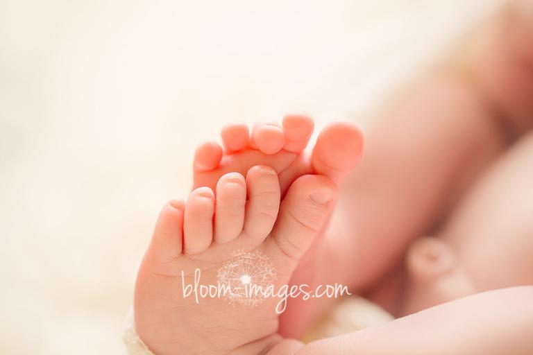 Newborn-Photographer-Northern-Virginia-baby-feet-Bloom-Images-by-Sylvia-Osinski