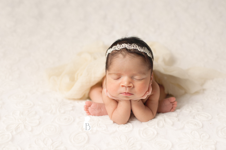 Newborn Photographer Ashburn Northern VA in studio newborn pictures froggy pose